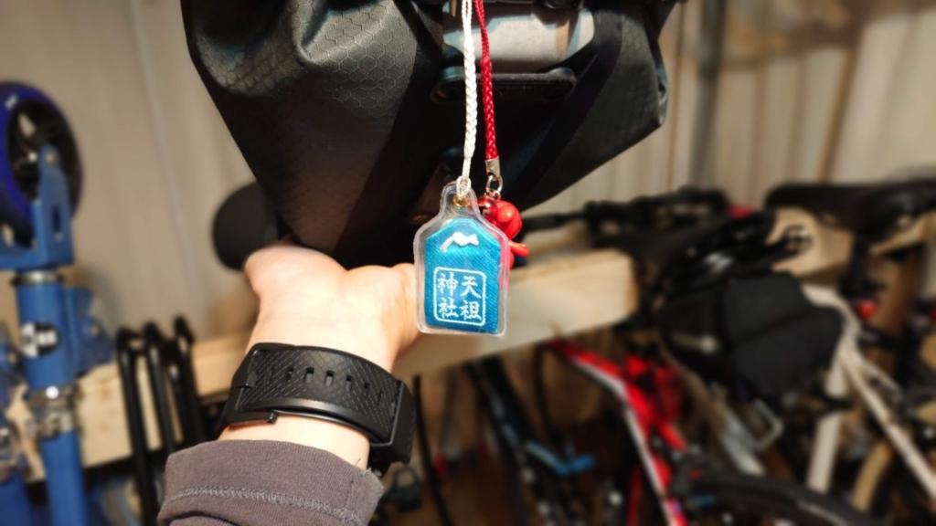 下神明天祖神社の自転車お守りとチーバ君