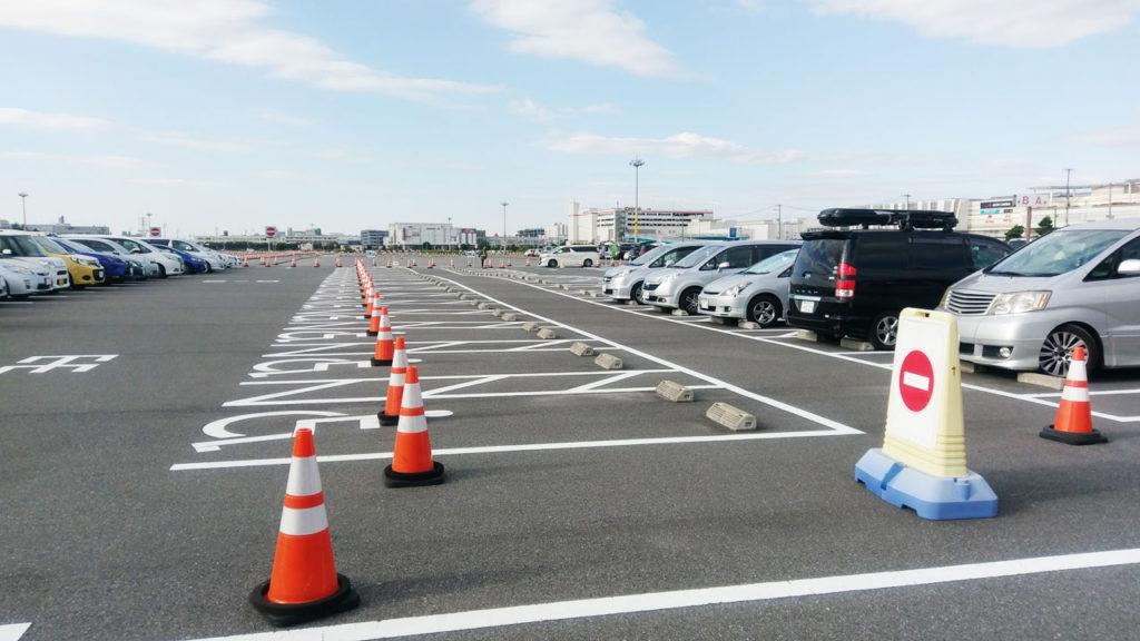 14時に到着したのに駐車場はガラガラ。平日のサイクルモードってこんななのか!