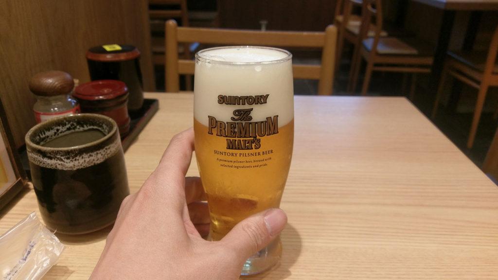 羽田空港で天丼を食べながら朝ビール