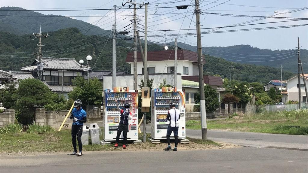 筑波山へは小田城跡の休憩ポイントにある自販機の右の道を進むとわかりやすい