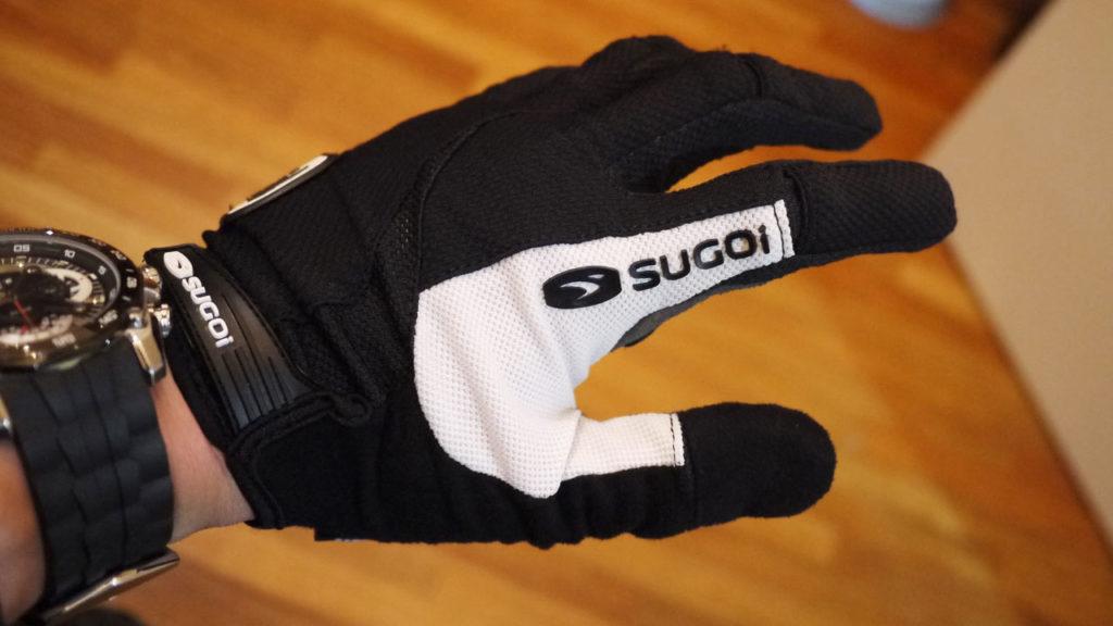 SUGOiのフルフィンガーグローブ Formula FX