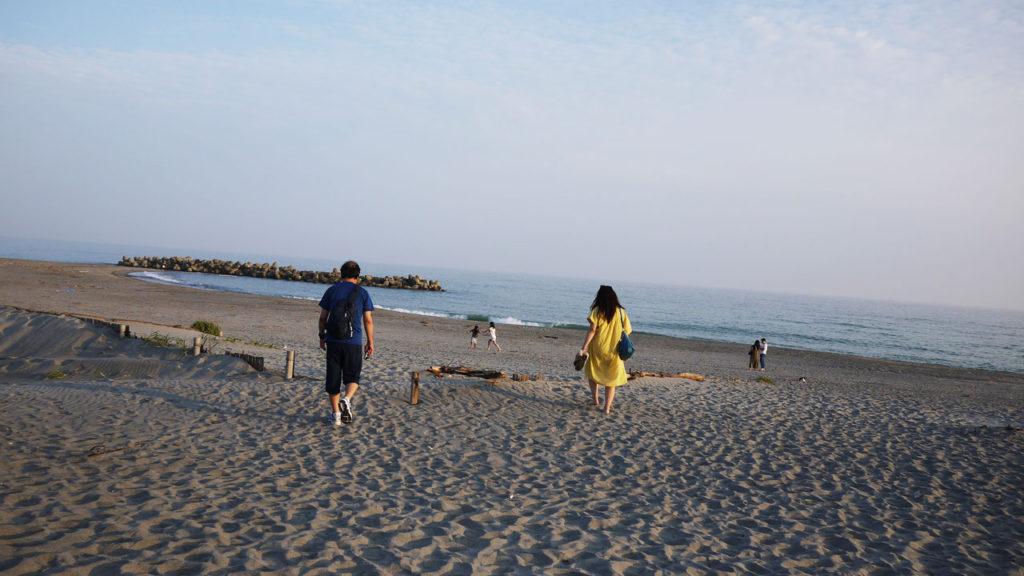 近くのビーチ。この辺はウミガメの産卵で有名らしいです
