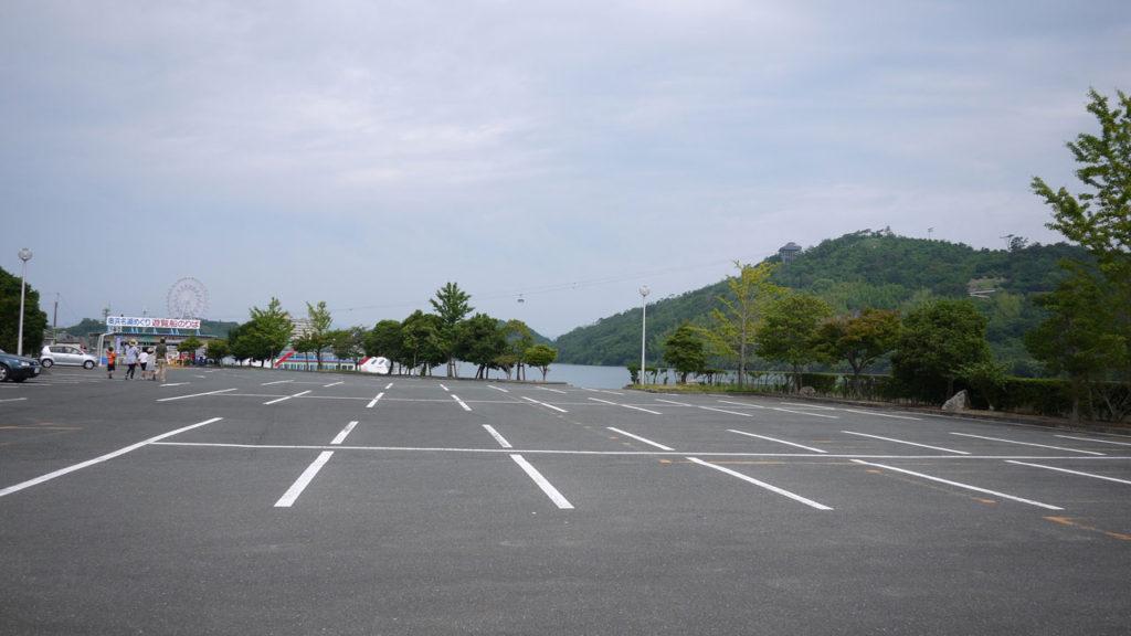 遠くに浜名湖パルパルの観覧車が見える。(写真左)
