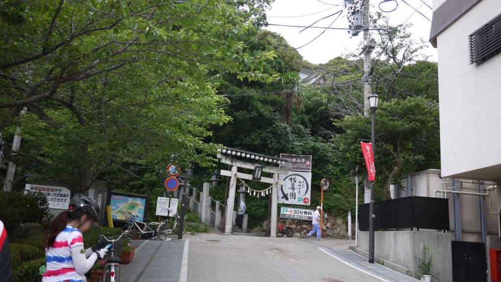 浜名湖パルパルを通り過ぎてすぐに見えるのが舘山寺。