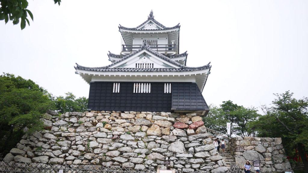 意外にちっちゃい浜松城。これでどうやって城攻めに耐えるのか謎です