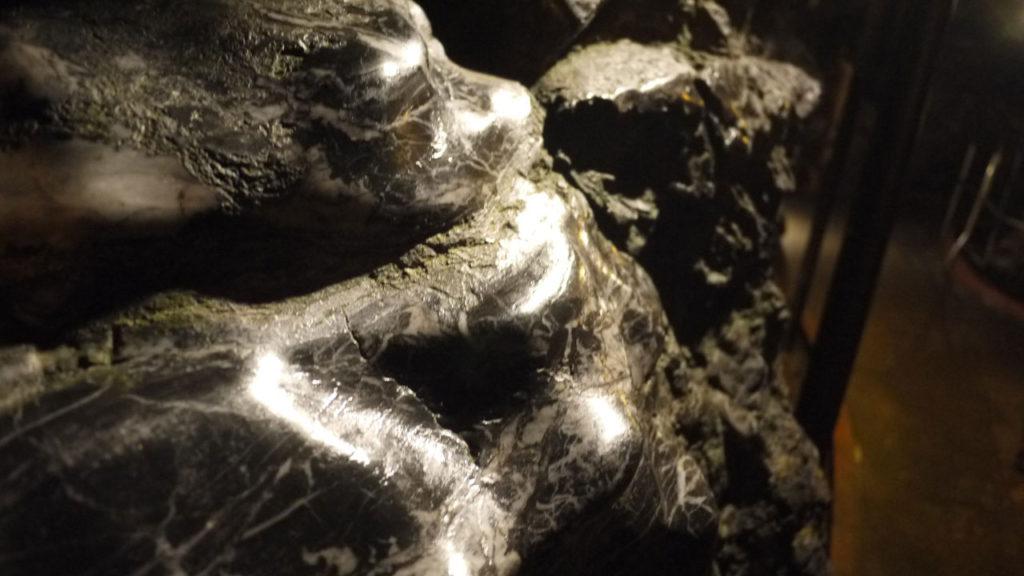 石灰石だけでなく、こういった岩もありました