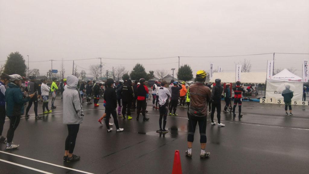 雨の中でのEQAクリテ 開会式