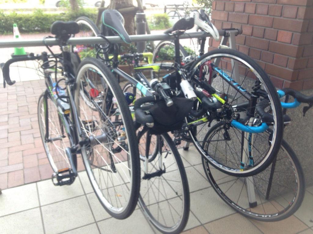 自転車屋さんなのでラックがあるのも助かります