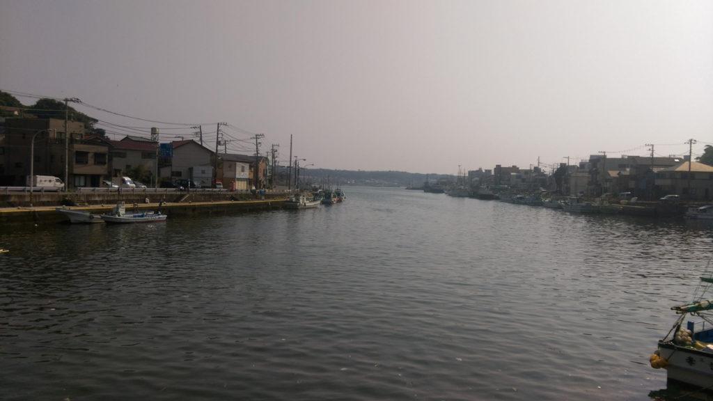 入り江から見える城ケ島
