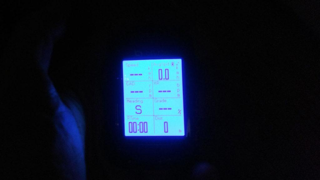 暗いところでのBryton Rider 330