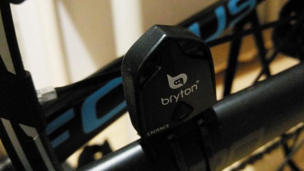 Brytonについてたケイデンスセンサー。小さくCADENCEって書いてある
